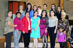 29112015 PRONTO SERá MAMá.  Adriana Elisa Goitia Sánchez el día de su baby shower en compañía de algunas de las invitadas a su festejo.