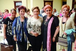 29112015 EN UN CONCIERTO.  Gabriela, Norma, Elena, María Elisa y Luz María.