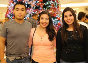29112015 Clemente, Claudia y Selene.