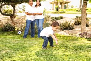 29112015 EN FAMILIA.  Víctor Acosta Montaña y Alicia Arteaga con su hijo, Matías Acosta Arteaga.