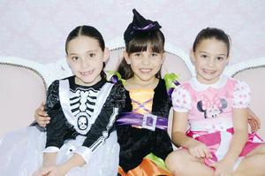 29112015 DIVERTIDA FIESTA DE DISFRACES.  Luisa, Sara e Isabela.