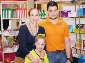 29112015 EN FAMILIA.  Elizabeth, Isabela y Nico.