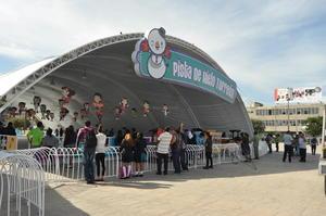 La pista forma parte de los atractivos que se ofrecen con motivo de las fiestas decembrinas.