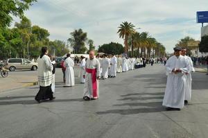 José Guadalupe Galván, obispo de Torreón, encabezó el contingente.