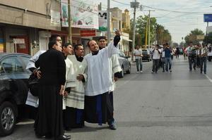 Los sacerdotes de la Diócesis de Torreón aprovecharon para tomarse la 'selfie'.