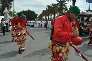 Los danzantes se mostraron alegres durante todo el recorrido.