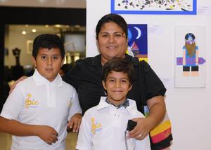 02122015 EN FAMILIA.  Daniela, Fátima y María Elena.