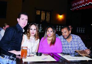 05122015 ENTRE AMIGOS.  Francisco, Lorena, Sugey y Eduardo.
