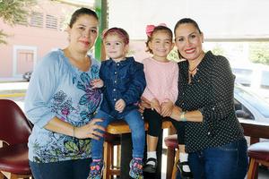 06122015 MUY CONTENTAS.  Pilar Morales, Isabella Escobedo, Carolina Miranda y Sara Dávila.