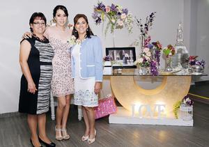 06122015 DESPEDIDA DE SOLTERA.  Nancy Rodríguez Portales con María de los Ángeles Portales y Martha Mercedes Parra García, organizadoras de su fiesta de despedida.