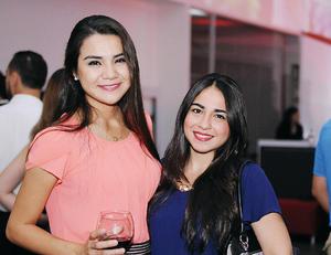 06122015 MUY GUAPAS.  Andrea y Susana.