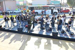 La música no podía faltar y estuvo presente una banda para amenizar el evento.