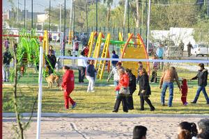 También consta de juegos infantiles para que los niños puedan desarrollarse.