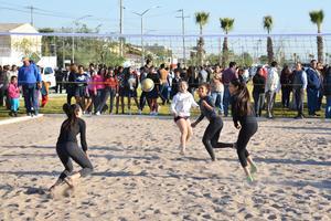 Se aprovechó el evento para realizar eventos deportivos como jugar voleibol.
