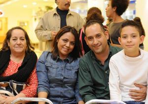 09122015 Ivonne, Sol, Carlos y Junior.