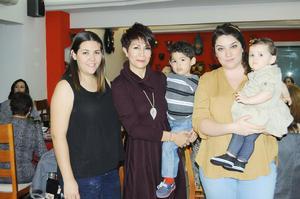 09122015 DE CUMPLEAñOS.  Rocío Rodríguez en compañía de su familia.