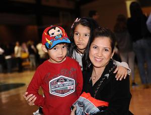 09122015 Mauricio, Natalia y Margarita.