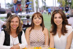08122015 María Rosa, Gloria y Ale.