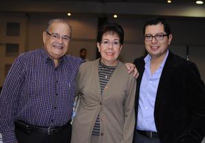 Ismael Arrambides, María Eugenia de Arrambides y Carlos de la Cruz
