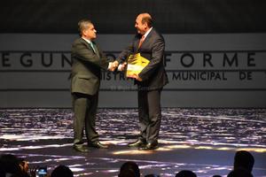 El gobernador Moreira felicitó al alcalde y destacó la colaboración entre los tres niveles de gobierno.