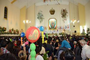 Se espera la llegada de más peregrinos y grupos musicales que quieren rendir homenaje a la Virgen.
