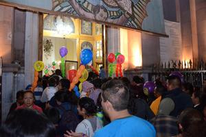 Durante los festejos que duraron casi un mes, se recibió a poco más de mil grupos, entre familias, empresas e integrantes de comunidades católicas de la región y alrededor de 300 danzas, grupos musicales y bandas de guerra.