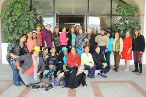 11122015 FESTEJO DE CUMPLEAñOS.  Cony Escamilla Mora acompañada de sus amigas del gimnasio.