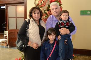 11122015 ASISTEN A CONCIERTO.  Socorro, Fernando, Angela y Héctor.