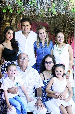 11122015 REUNIÓN FAMILIAR.  La familia Ocaña disfrutó de gratos momentos.
