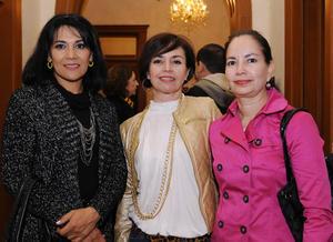 11122015 María Elena, Richy y Linda.