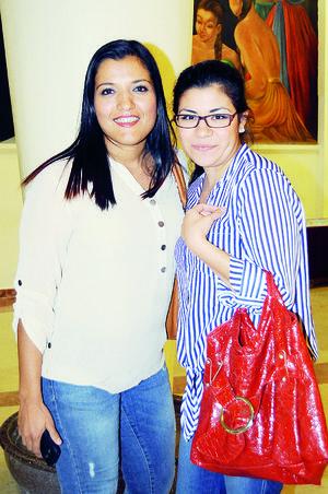 11122015 EN EL TEATRO.  Magda Orona y Sayra Contreras.