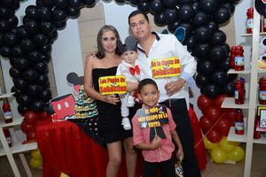 11122015 DIVERTIDA PIñATA.  Sebastián Suárez Márquez cumplió un año de vida, por lo que fue festejado con una alegre fiesta. Lo acompañaron: Marcela, Alfredo y Santiago.