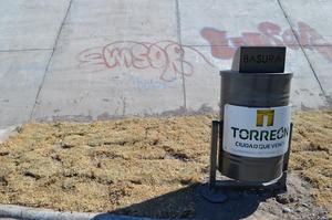 El grafiti sigue presente en el lugar.