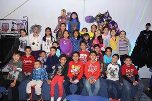10122015 FESTEJA OCHO AñOS.  Helen Rangel Valenzuela junto a sus amigos.