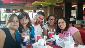 10122015 Óscar, Bárbara, Mario, Montse, Yuly, Cristy y Nany.