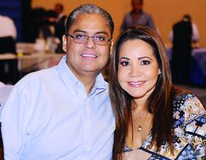 10122015 RECIENTE EVENTO.  José Luis y Adriana.