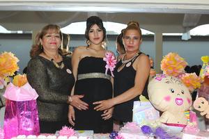 10122015 BABY SHOWER.  Johana Escobedo Delgado con las organizadoras de su fiesta prenatal, Hilda Mireles y Guadalupe Delgado.