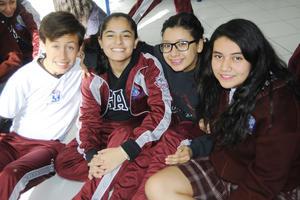 14122015 Héctor, Jovanna, Annel y Sofía.