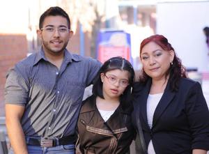 14122015 Gustavo Villagrana, Diana Lizeth Villagrana y Norma Reyes.