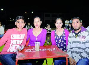 13122015 EVENTO ESCOLAR.  Fernando, Alicia, Alis y Gerardo.