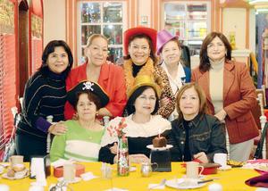 14122015 AMENO FESTEJO.  Cecilia de Espinoza celebró su cumpleaños acompañada de sus amigas.