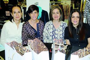 12122015 EN RECIENTE EVENTO.  Isabel, Rosy y Ana Isabel.