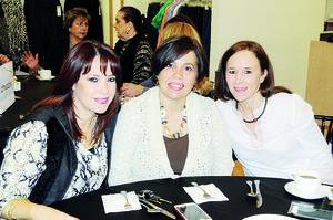 12122015 MUY LINDAS.  Ana Sofía, Helen y Andrea.