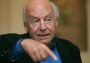 13 de abril   Eduardo Galeano. El cáncer de pulmón le arrebató la vida al reconocido escritor y periodista uruguayo.