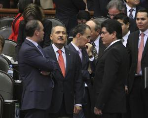 22 de octubre | Tomás Torres. El político mexicano encontró el fin de su vida en un trágico accidente aéreo.
