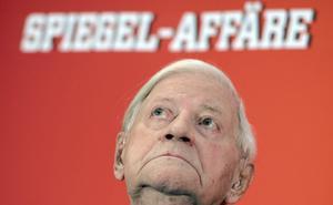 10 de noviembre   Helmut Schmidt. A los 96 años falleció el político y excanciller federal alemán.