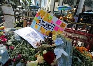 17 de agosto   Atentado. En Bangkok (Tailandia), un atentado terrorista deja al menos 17 muertos y más de 100 heridos.