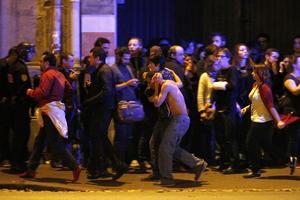 13 de noviembre | Atentados. En Paris (Francia) una serie de atentados terroristas en diferentes partes de la ciudad, dejan un total de 153 muertos.
