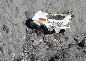 24 de marzo | Avionazo. Un Airbus A320 de la compañía alemana Germanwings se estrella en Los Alpes franceses y mueren sus 150 ocupantes. La aeronave había despegado de Barcelona (España) y se dirigía a Dusseldorf (Alemania).
