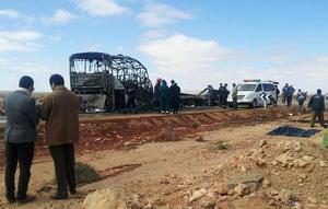 10 de abril | Accidente. 33 muertos, la mayoría niños, al colisionar un autocar con un camión que transportaba gas, en el sur de Marruecos.